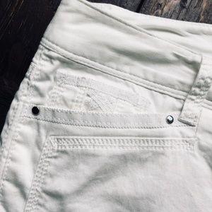 White House Black Market Shorts - WHITE HOUSE BLACK MARKET White Bermuda Short 6 NEW